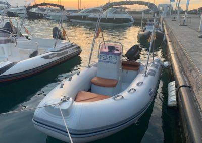 alquilar barco sin licencia hasta 5 personas en barcelona