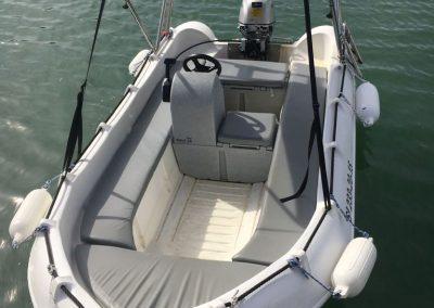 alquilar barco sin carnet en barcelona 4 personas