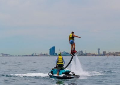 El Flyboard es un deporte acuático exclusivo que puedes practicar en Barcelona