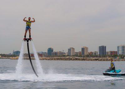 Haz Flyboarding y disfruta una de las experiencias acuáticas más espectaculares